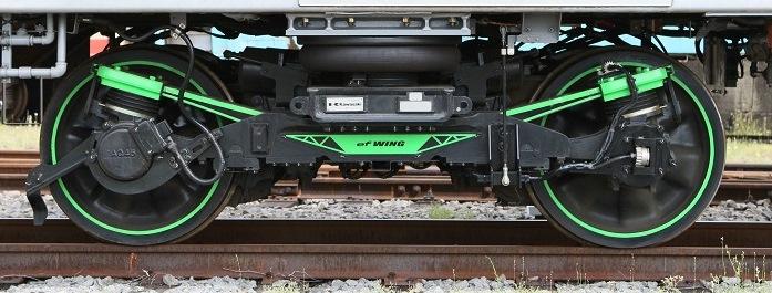 川崎重工交付新型铁道车辆转向架,使用CFRP弹簧实现轻量化
